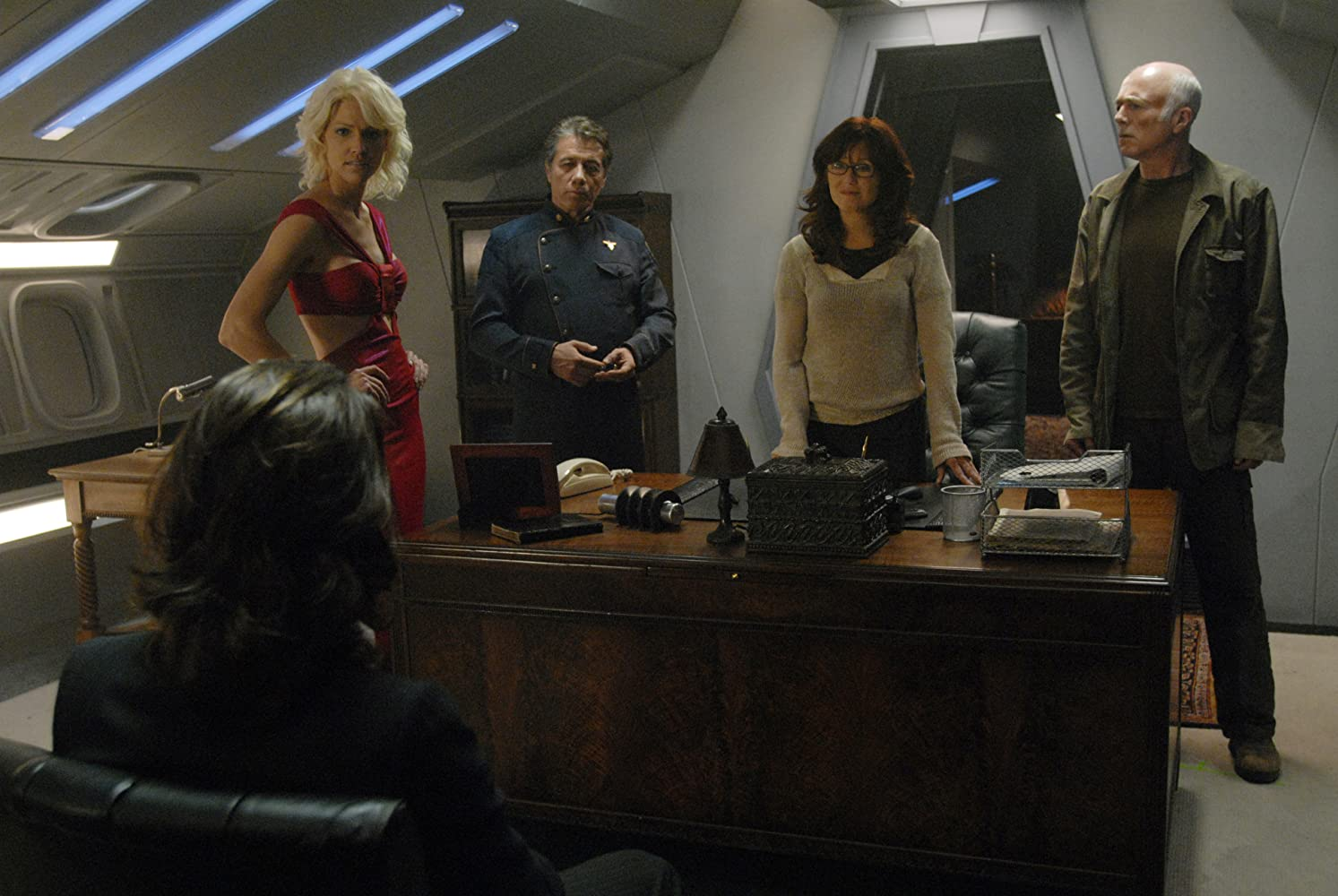 Mary McDonnell, Edward James Olmos, James Callis, Michael Hogan, and Tricia Helfer in Battlestar Galactica (2004)