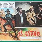 Mario Almada and Juan Miranda in El látigo (1978)