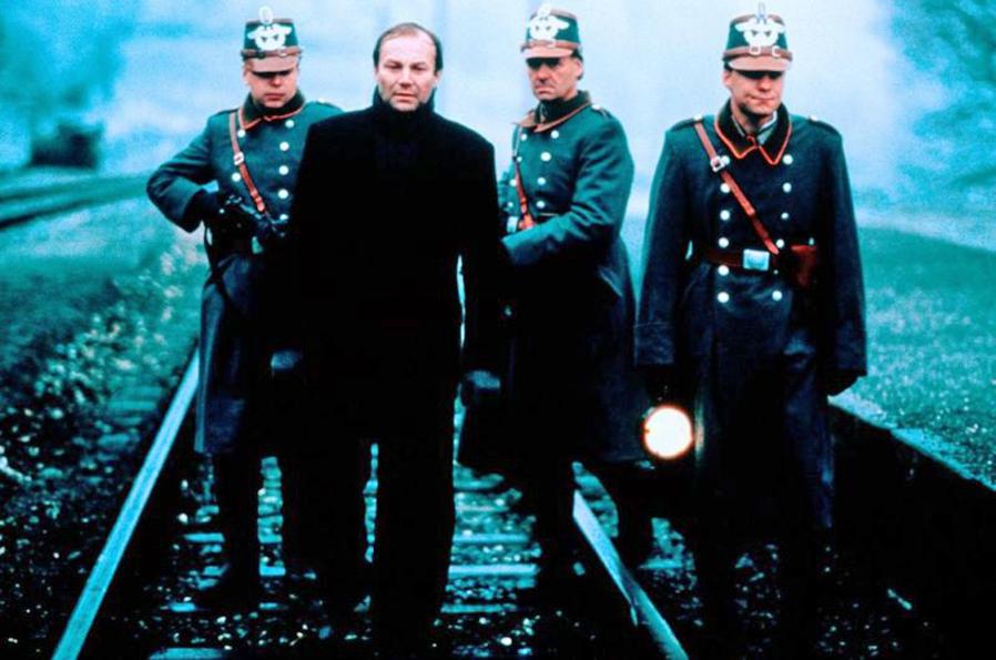 Klaus Maria Brandauer in Georg Elser - Einer aus Deutschland (1989)