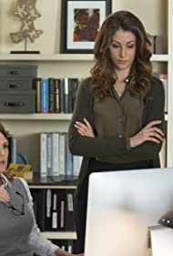 Suzanne Cryer and Amanda Crew in Silicon Valley (2014)