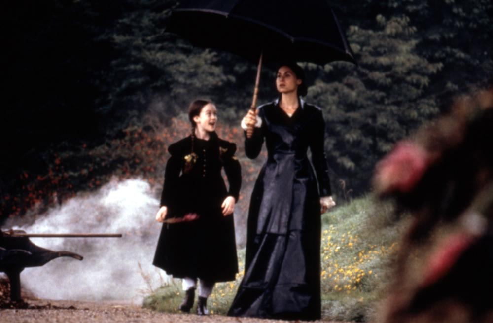 Minnie Driver and Florence Hoath in The Governess (1998)