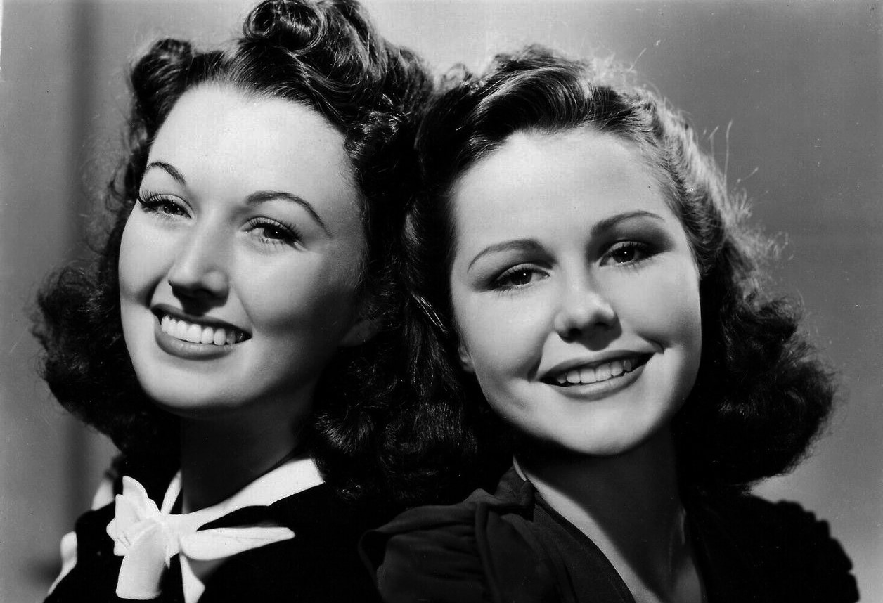 Helen Parrish and Ginny Simms in You'll Find Out (1940)