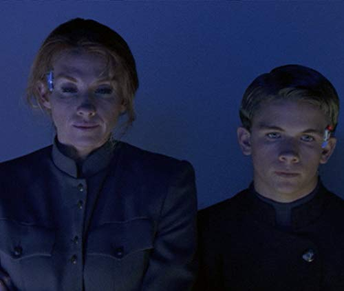 Suki Kaiser and Shane Meier in The Outer Limits (1995)