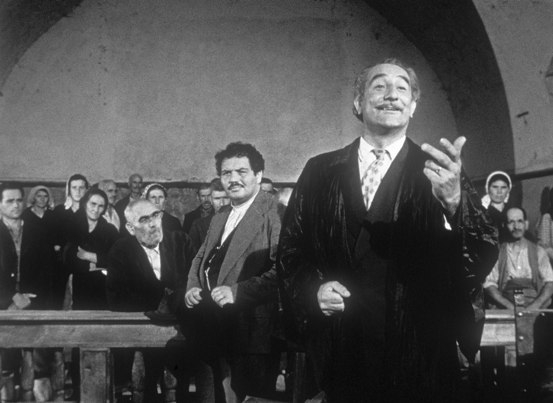 Folco Lulli and Pietro Tordi in Non c'è pace tra gli ulivi (1950)
