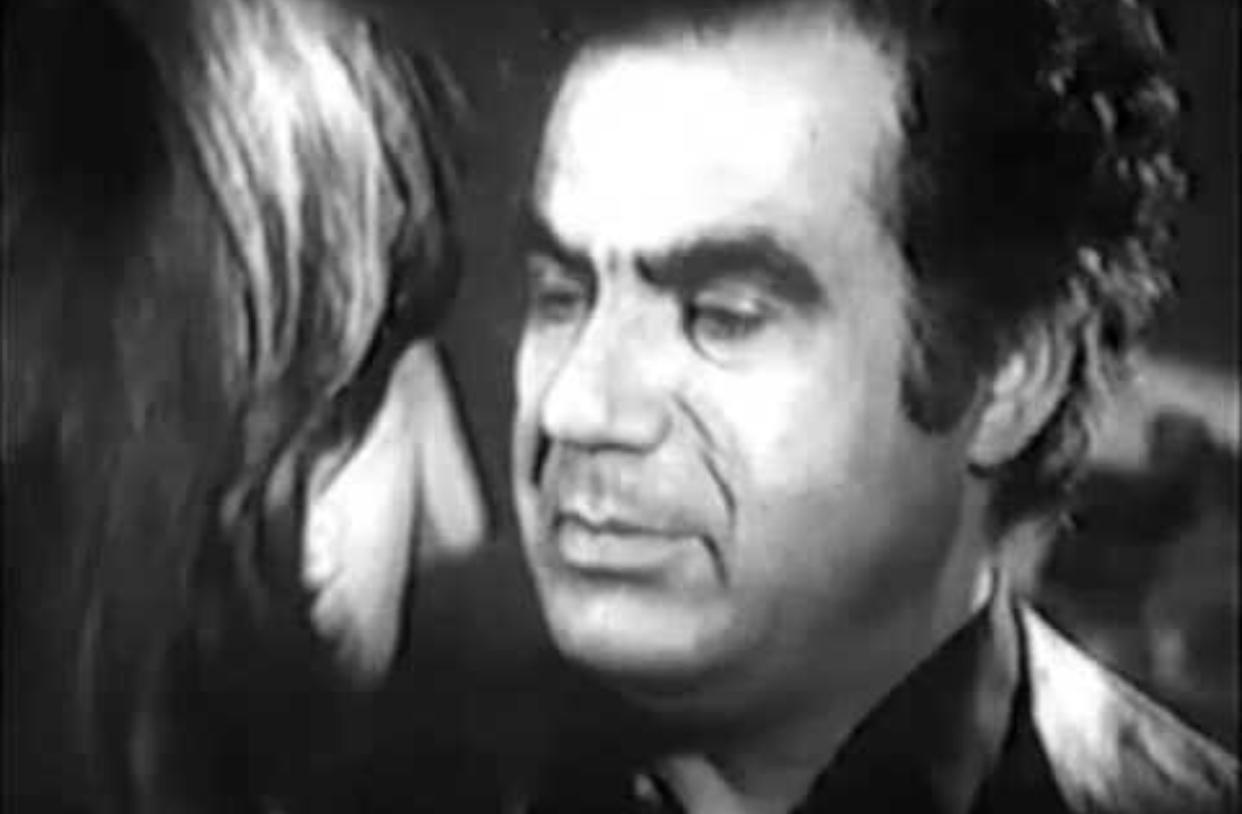 Oboor az marz-e zendegi (1975)