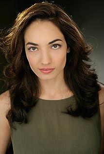 Christina Jolie Breza Picture