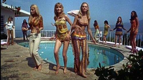 Dean Martin presents this Bikini-laden trailer