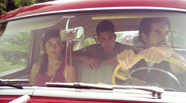 Carlos Santos, Marisé Álvarez, and Carlos Rivera Marchand in Es mejor escucharlo (2010)