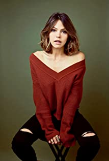 Aimee Teegarden Picture
