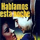 Amparo Muñoz and Víctor Valverde in Hablamos esta noche (1982)