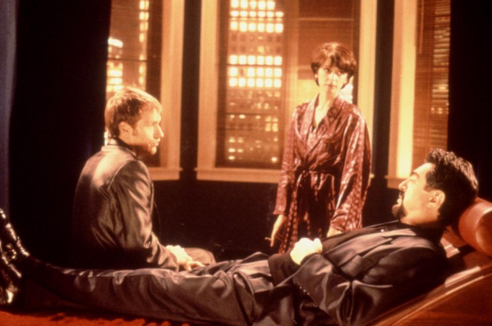 Denis Leary, Joe Mantegna, and Annabella Sciorra in Underworld (1996)
