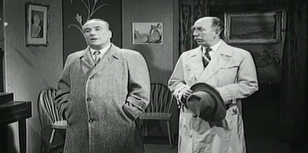 Dionysis Papagiannopoulos and Giannis Bertos in Eglima sto Kolonaki (1959)