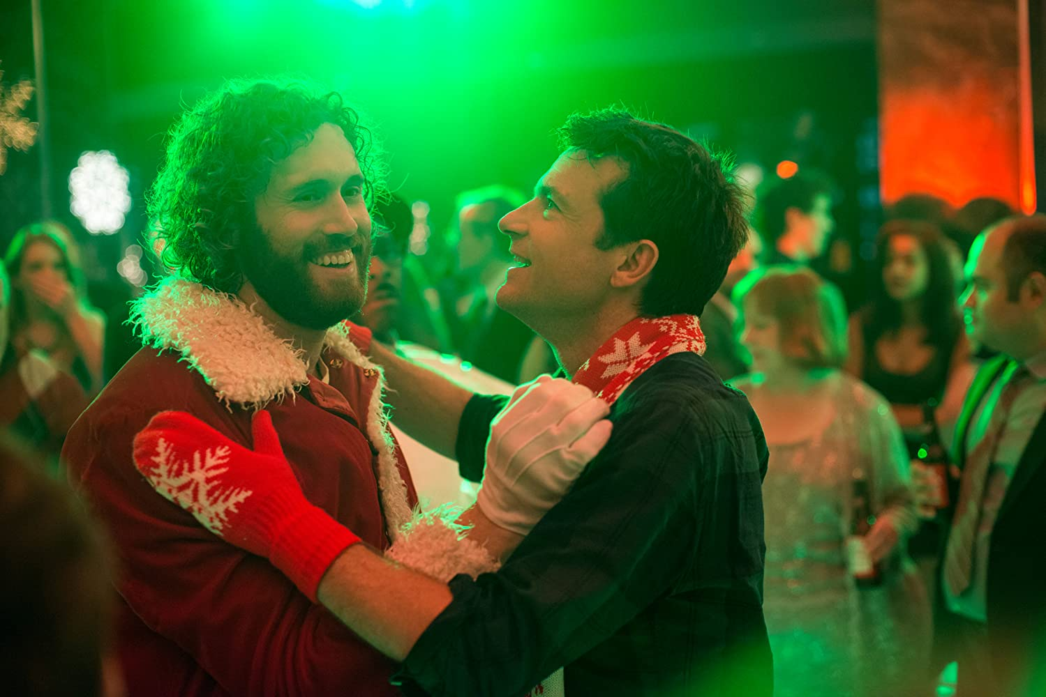 Jason Bateman and T.J. Miller in Office Christmas Party (2016)
