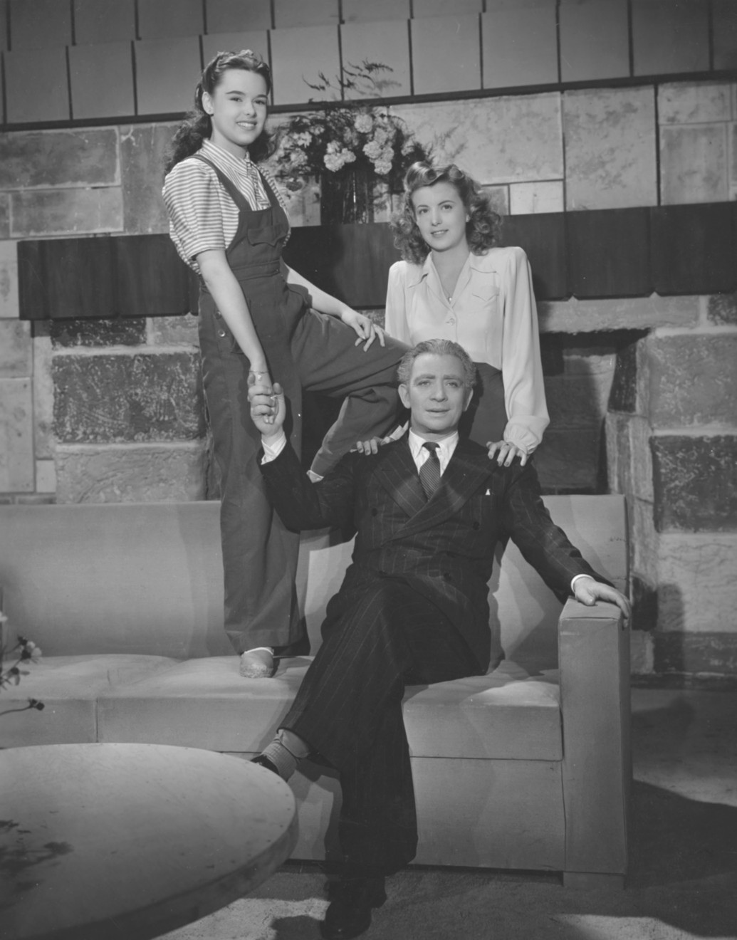 Nicolás Fregues, Susana Freyre, and Rita Juárez in El canto del cisne (1945)