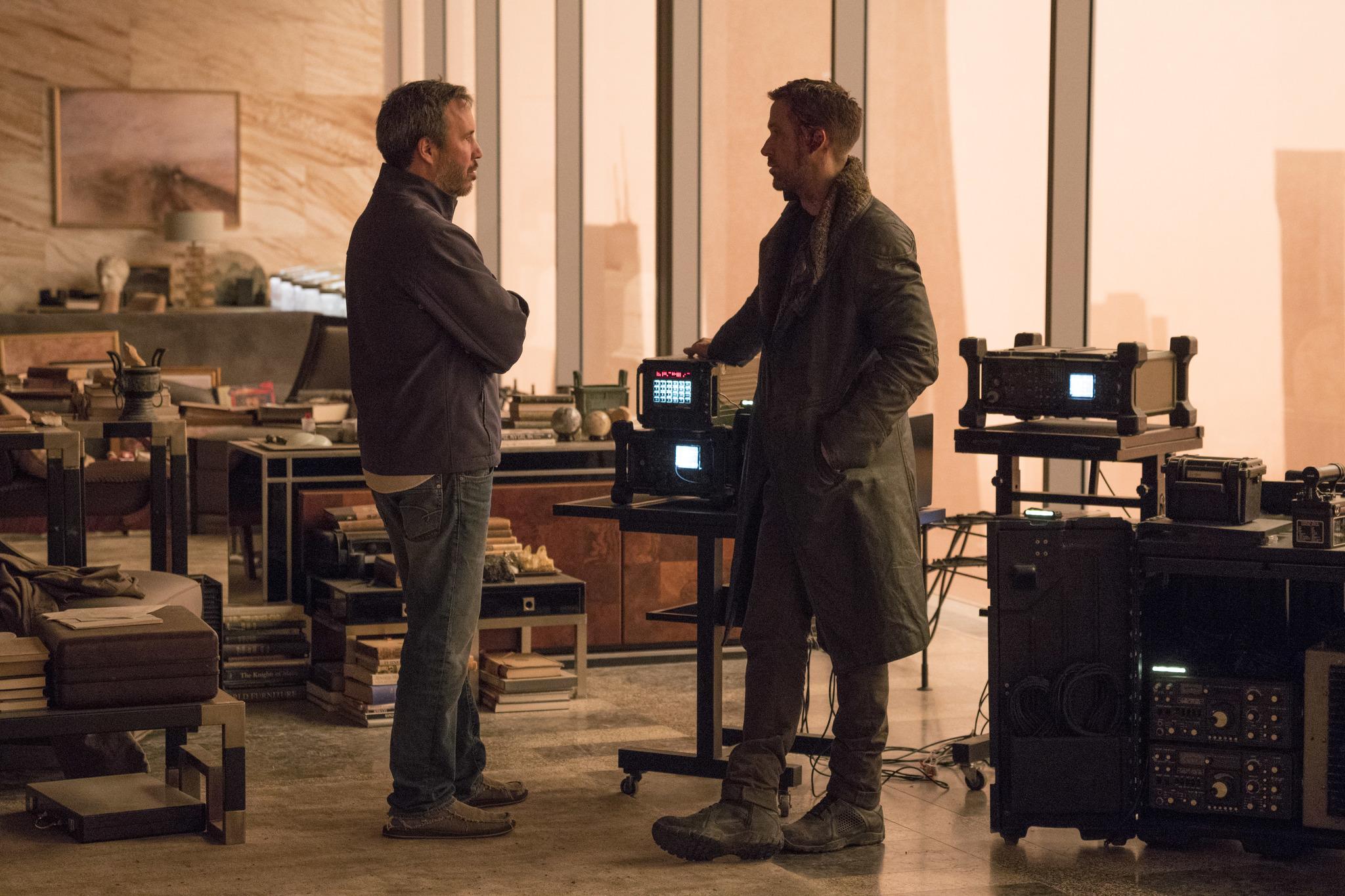 Ryan Gosling and Denis Villeneuve in Blade Runner 2049 (2017)