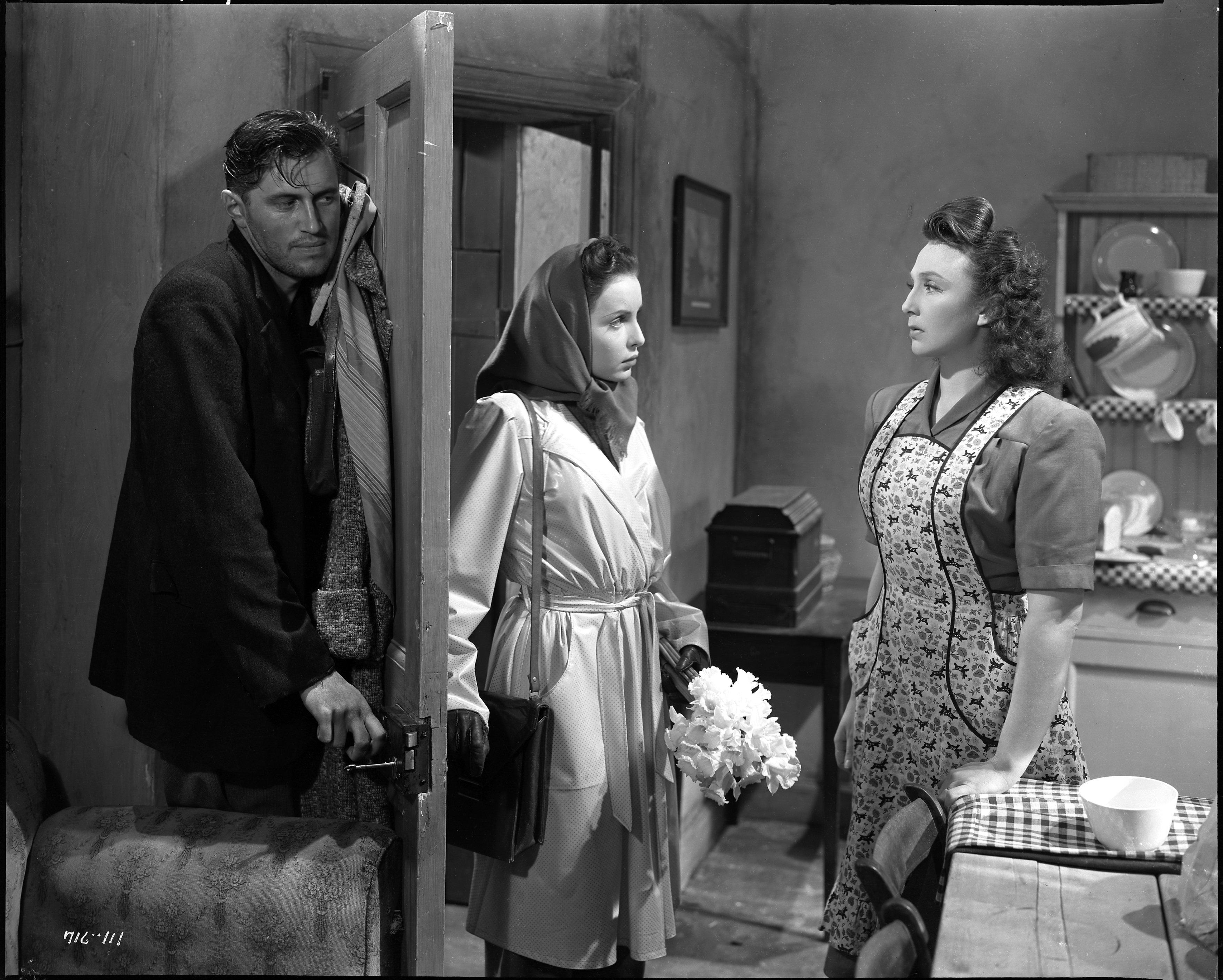John McCallum, Patricia Plunkett, and Googie Withers in It Always Rains on Sunday (1947)