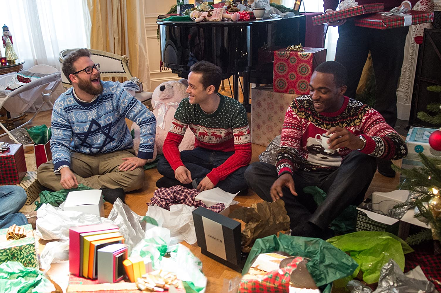 Joseph Gordon-Levitt, Seth Rogen, and Anthony Mackie in The Night Before (2015)