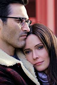 Tyler Hoechlin and Elizabeth Tulloch in Superman and Lois (2021)