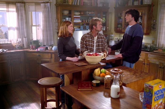 Annette O'Toole, John Schneider, and Tom Welling in Smallville (2001)