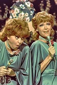 Elin Reimer and Lise Ringheim in Uha-uha (1972)