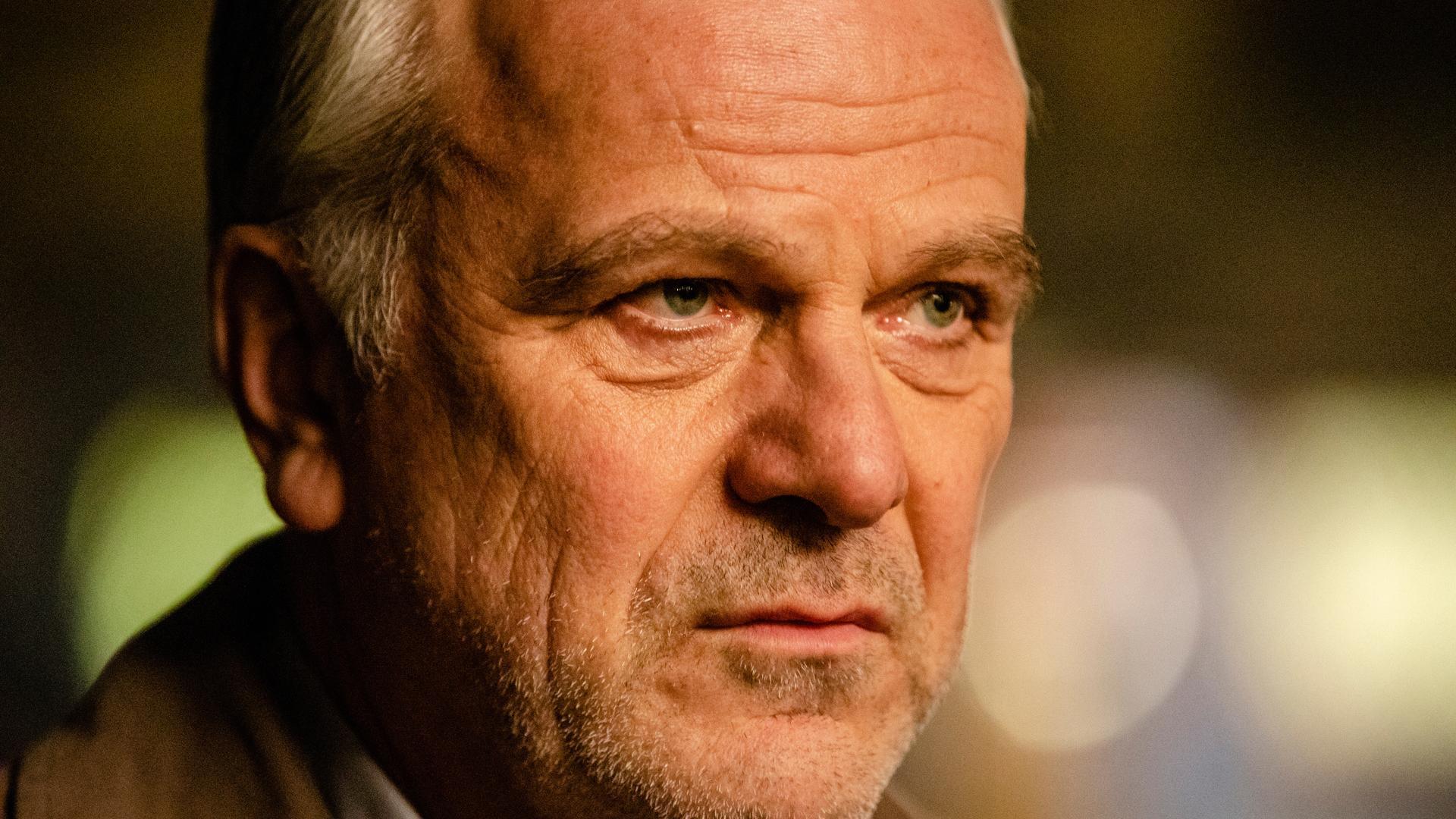Bernhard Schütz in Unersetzlich (2019)