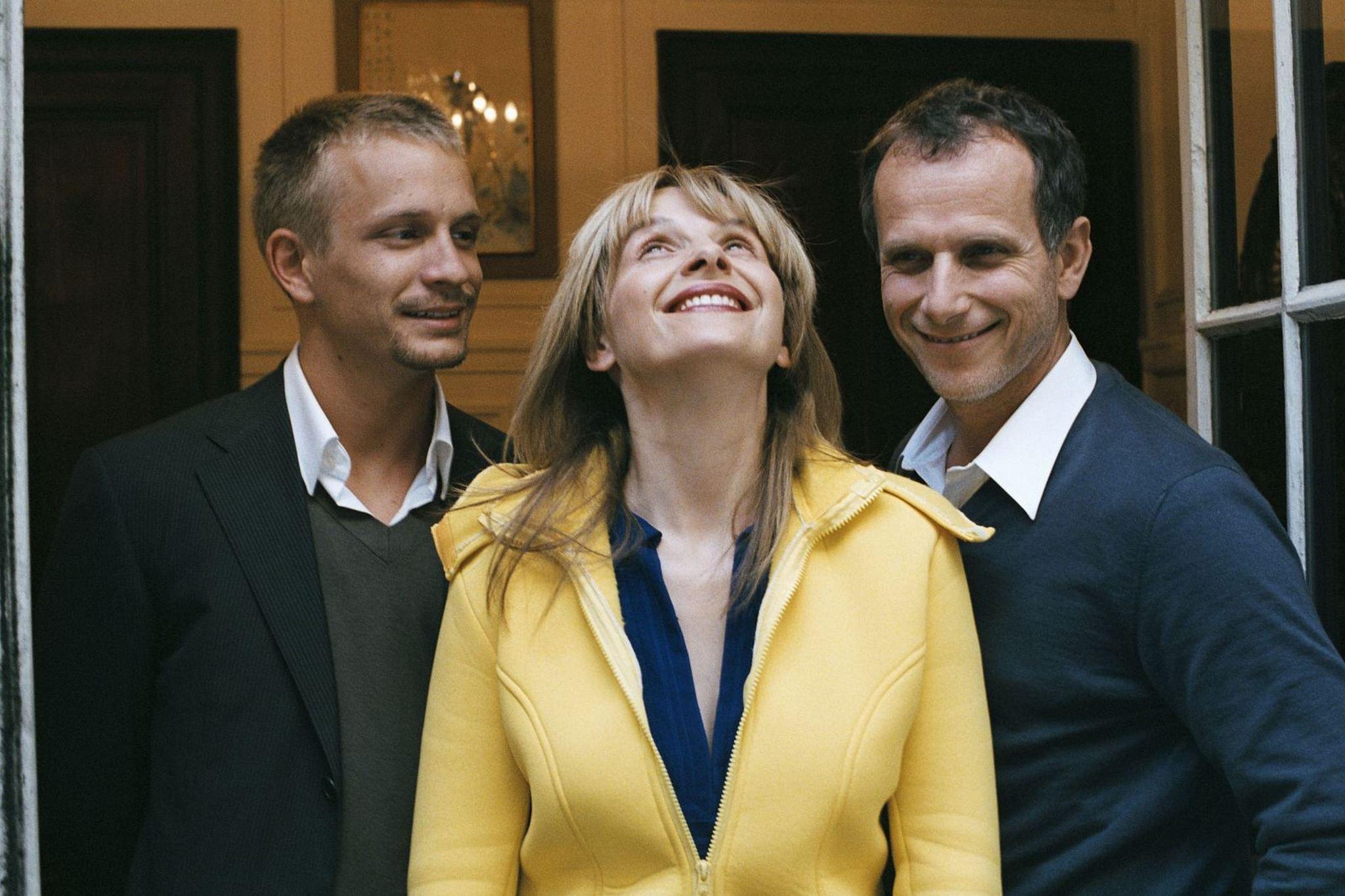 Juliette Binoche, Charles Berling, and Jérémie Renier in L'heure d'été (2008)