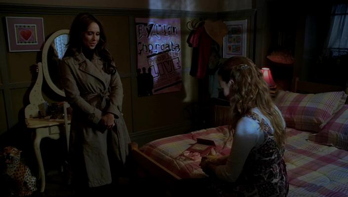 Jennifer Love Hewitt and Kay Panabaker in Ghost Whisperer (2005)