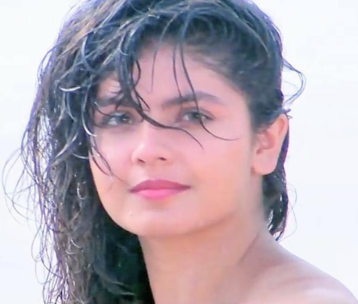 Pooja Bhatt and Rahul Roy in Junoon (1992)
