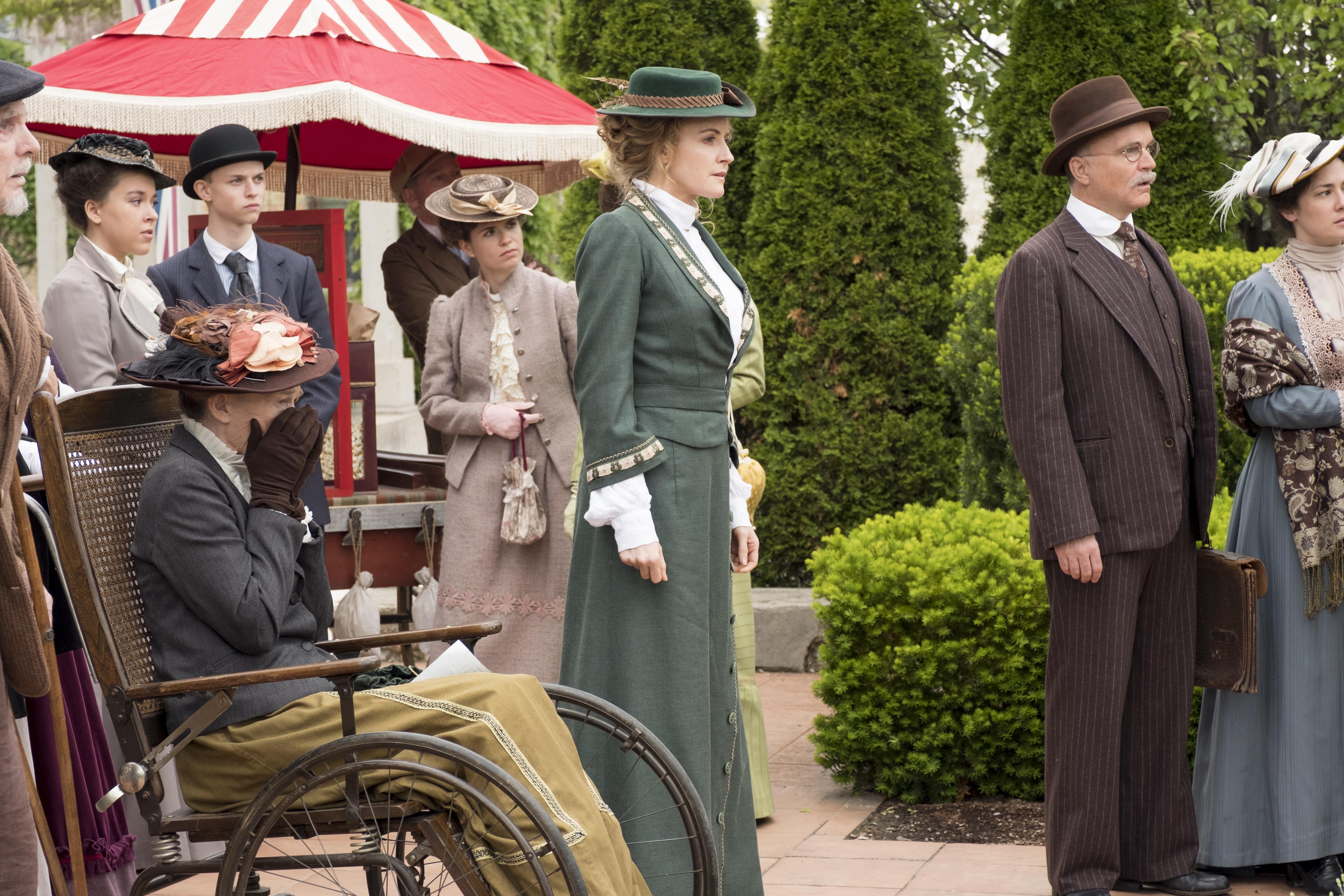Helene Joy in Murdoch Mysteries (2008)