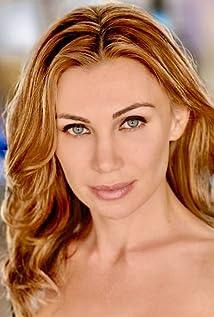 Ella Ayberk Picture