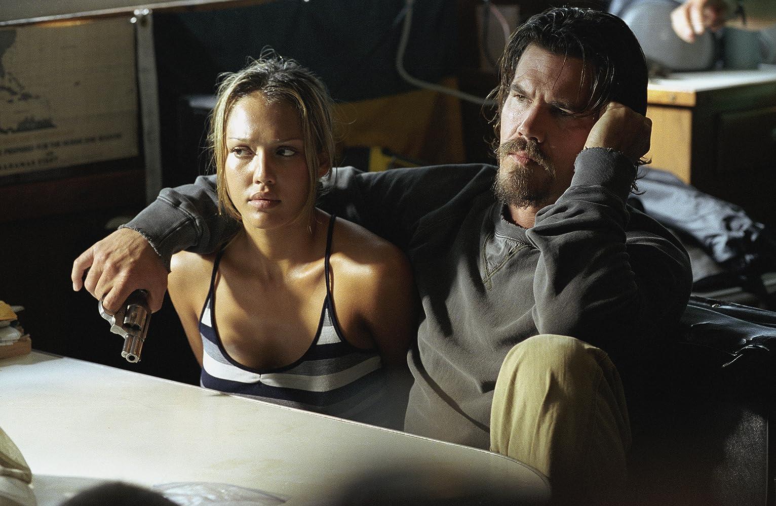 Josh Brolin and Jessica Alba in Into the Blue (2005)