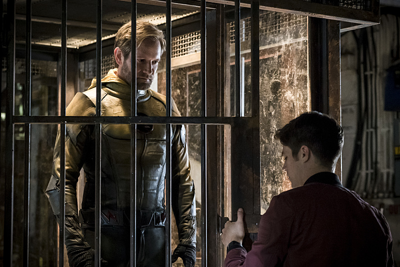 Matt Letscher and Grant Gustin in The Flash (2014)