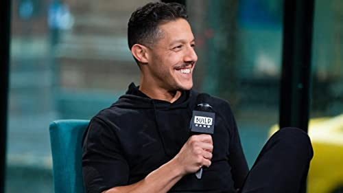 """BUILD: Theo Rossi Wanted to Keep Exploring Shades' Sexuality in """"Luke Cage"""""""