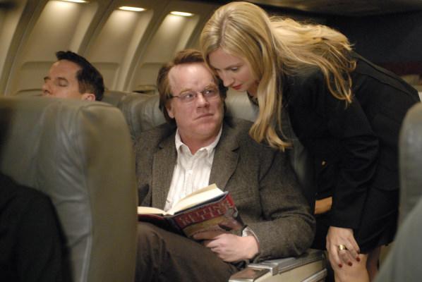 Philip Seymour Hoffman and Hope Davis in Synecdoche, New York (2008)