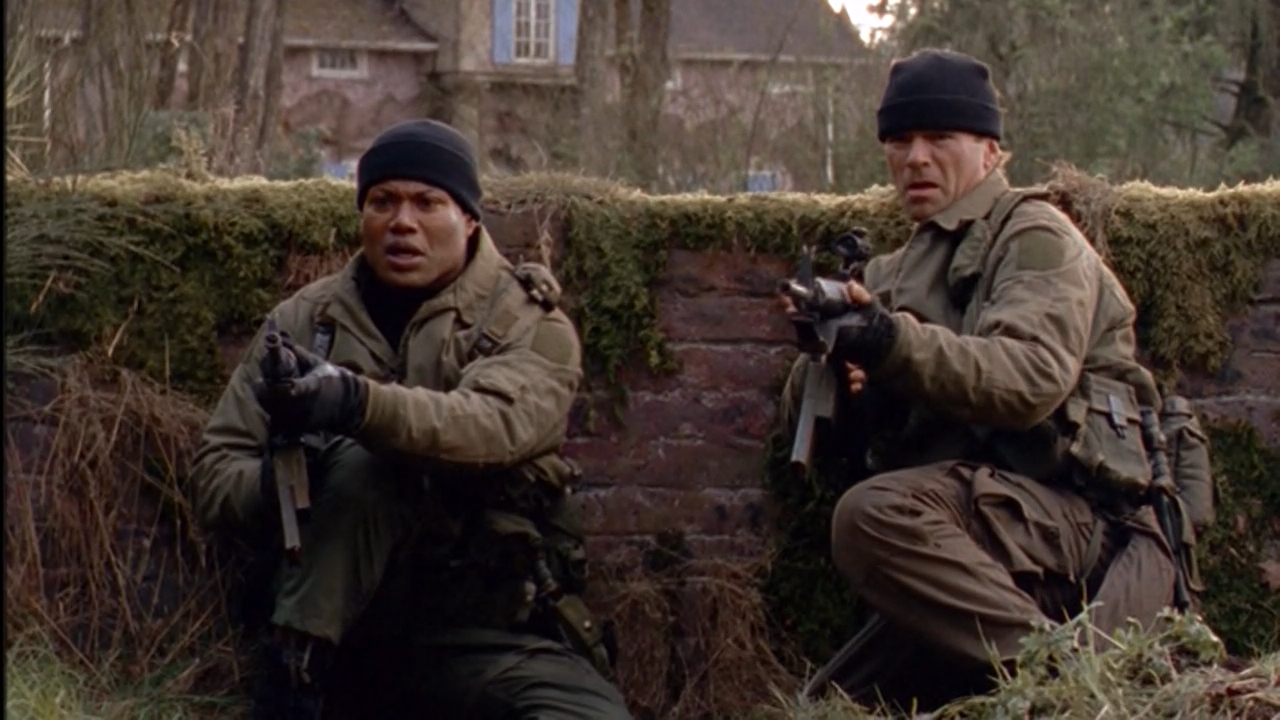 Richard Dean Anderson and Christopher Judge in Stargate SG-1 (1997)