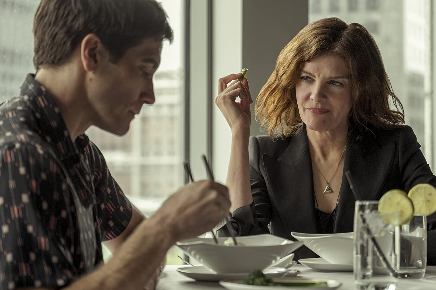 Rene Russo and Jake Gyllenhaal in Velvet Buzzsaw (2019)