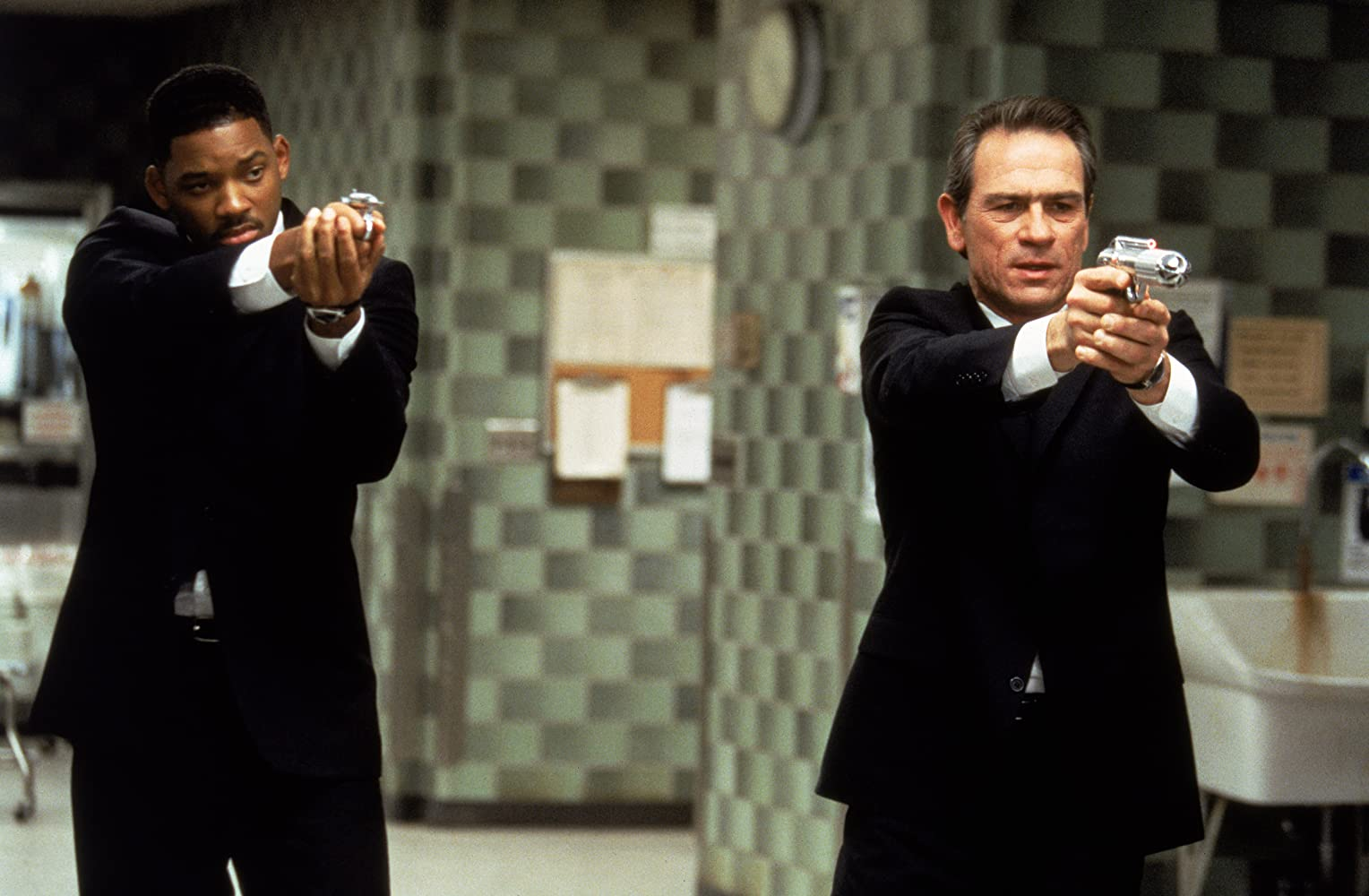 Tommy Lee Jones and Will Smith in Men in Black 1997