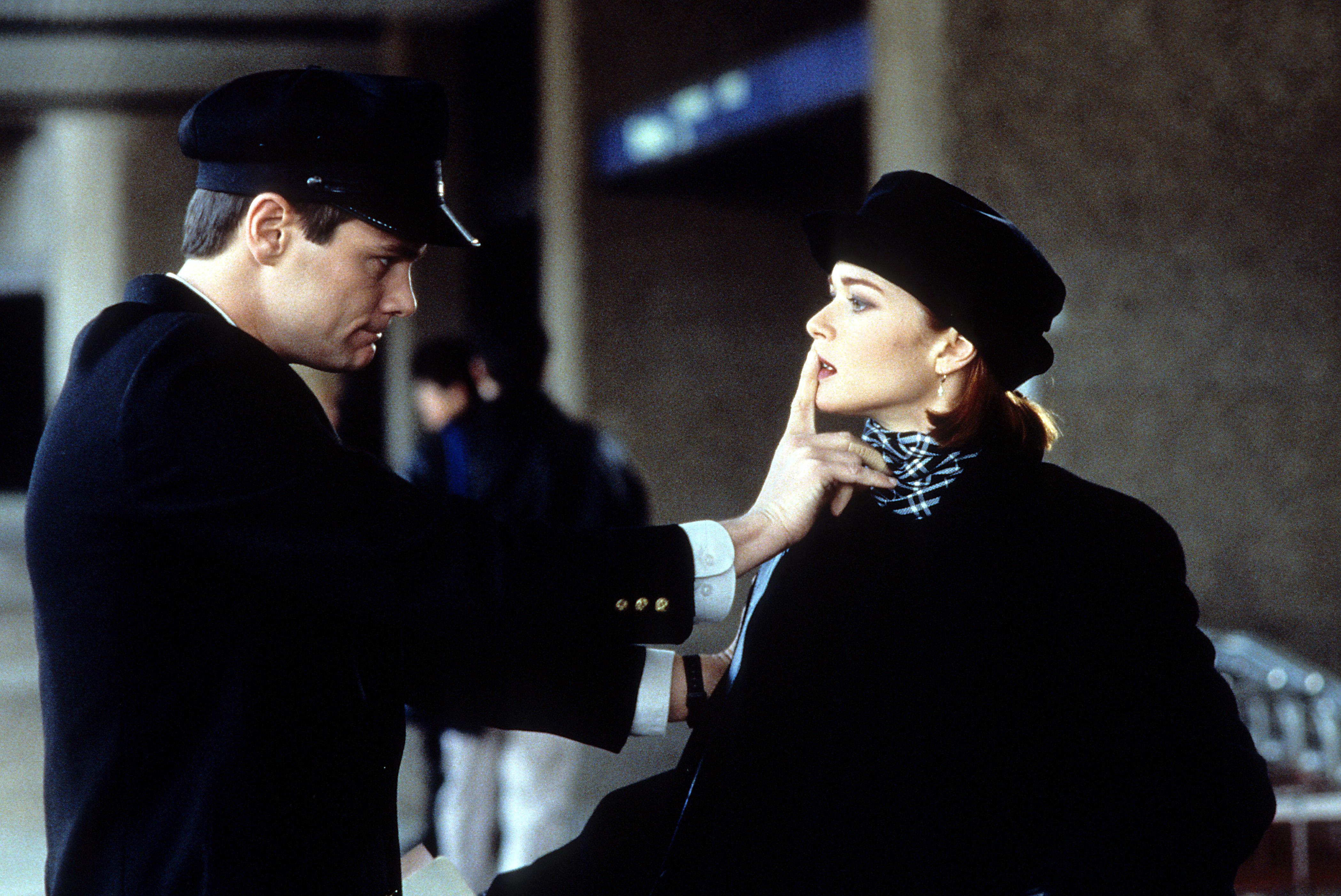 Jim Carrey and Lauren Holly in Dumb and Dumber (1994)