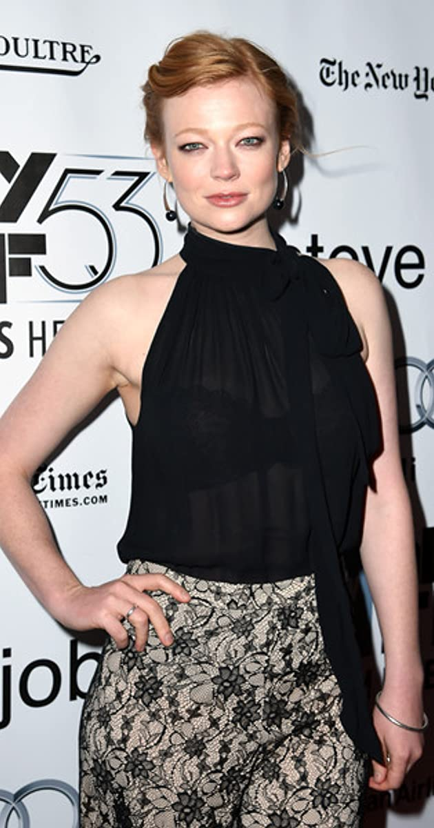 The 32-year old daughter of father (?) and mother(?) Sarah Snook in 2020 photo. Sarah Snook earned a  million dollar salary - leaving the net worth at  million in 2020