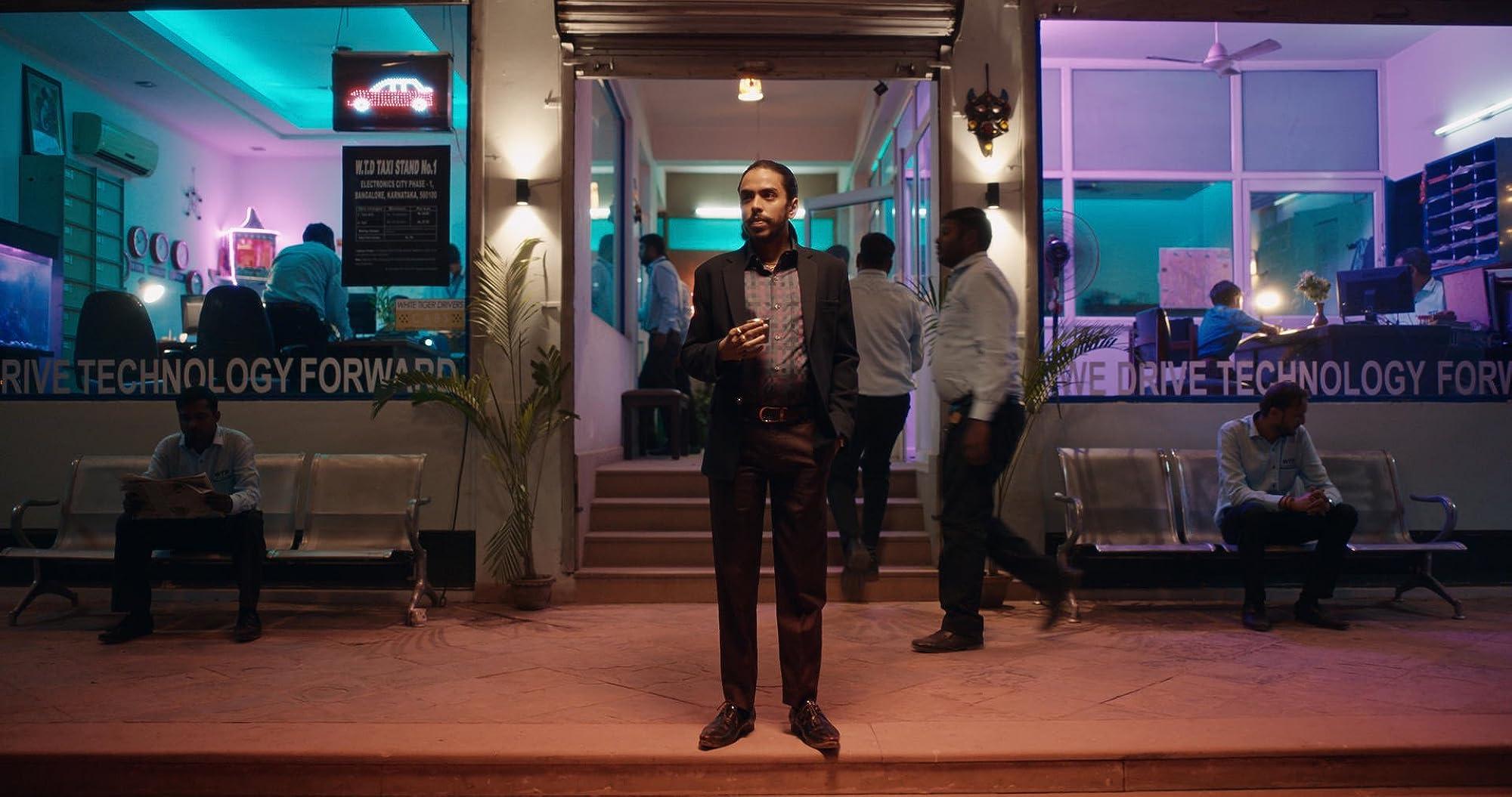 "The White Tiger Review - Ο δημιουργός του ""99 Homes"" επιστρέφει στο Netflix"