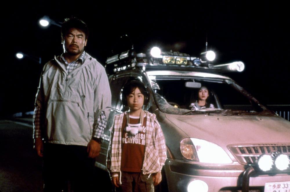 Takehiro Murata, Naomi Nishida, and Mayu Suzuki in Gojira ni-sen mireniamu (1999)