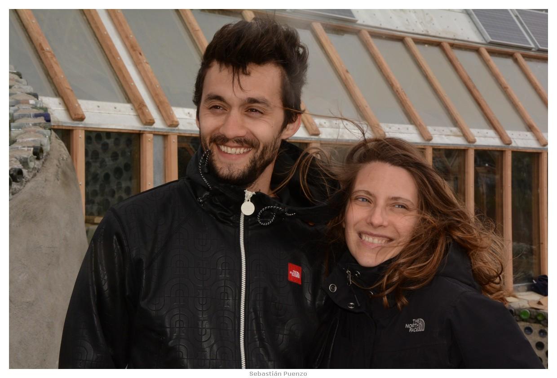 Mariano Torre and Elena Roger in Navetierra, un nuevo mundo en el fin del mundo (2015)