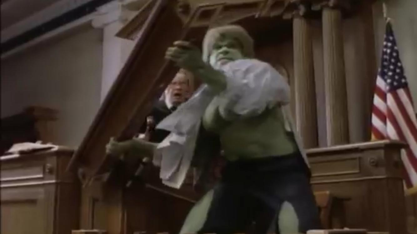 Lou Ferrigno and Don MacKay in The Trial of the Incredible Hulk (1989)