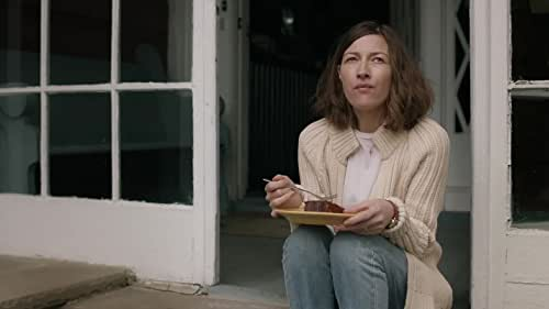 Agnes, taken for granted as a suburban mother, discovers a passion for solving jigsaw puzzles which unexpectedly draws her into a new world - where her life unfolds in ways she could never have imagined.
