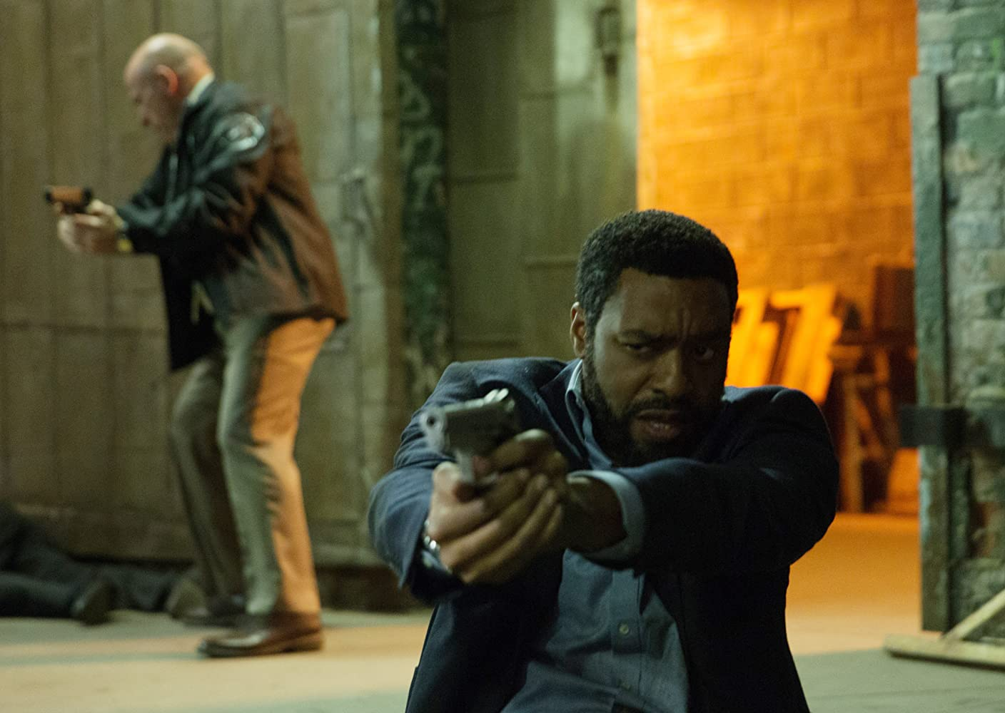 Chiwetel Ejiofor and Dean Norris in Secret in Their Eyes (2015)