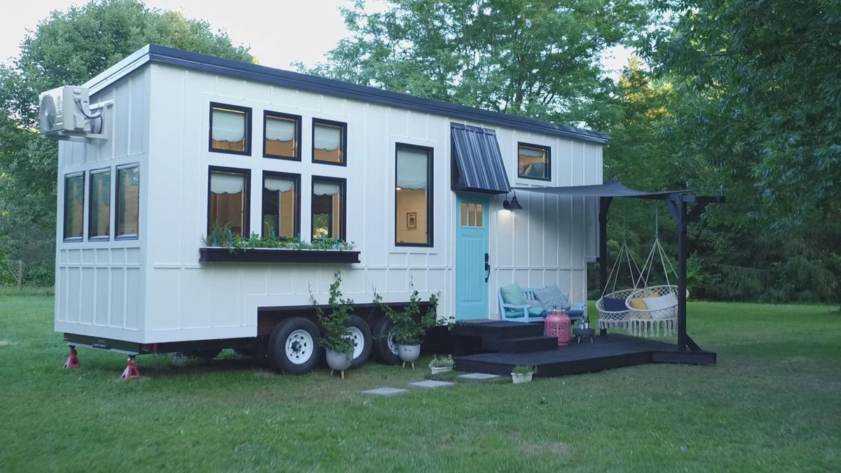 "Tiny House Nation"" Going Tiny to Make Things Right (TV Episode ..."