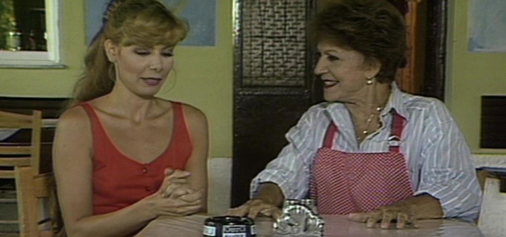 Rena Vlahopoulou and Stavrina Prevedorou in Orma Rena stin arena (1988)