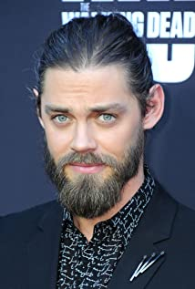 Tom Payne Picture