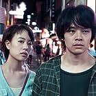 Sôsuke Ikematsu and Shizuka Ishibashi in Yozora wa itsudemo saikô mitsudo no aoiro da (2017)