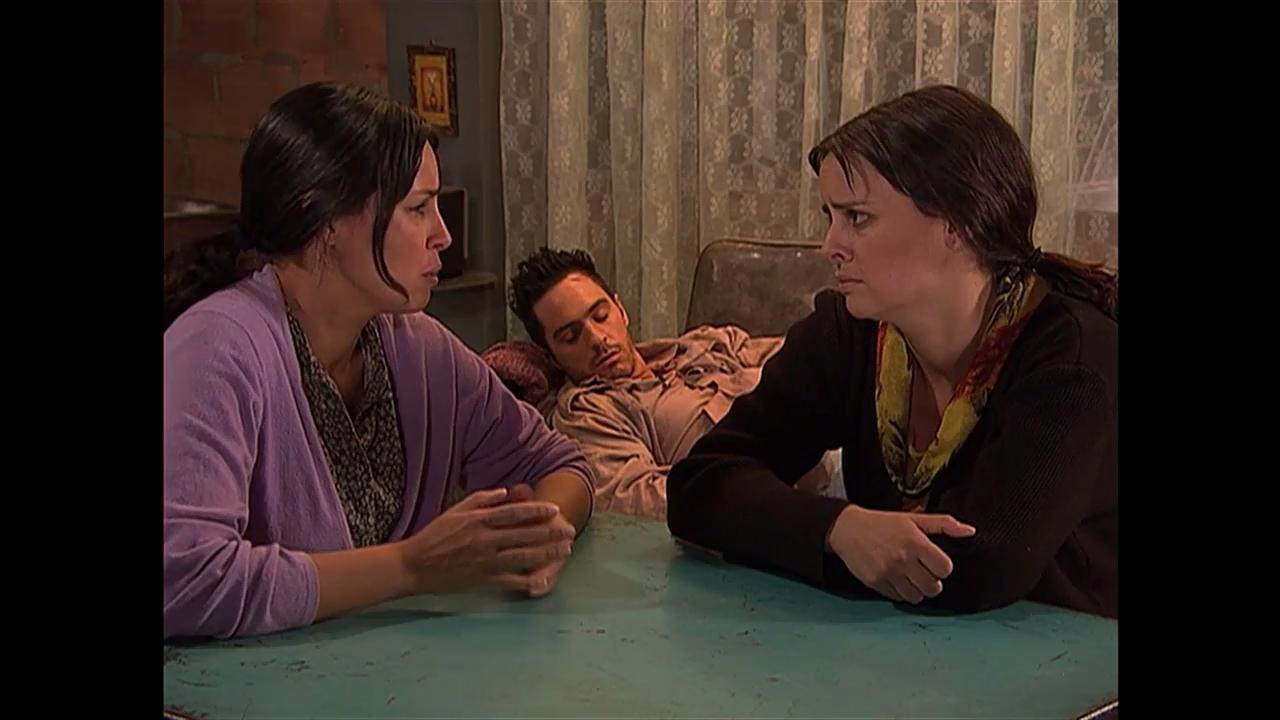 Mauricio Ochmann and Liliana Gonzalez in Victorinos (2009)